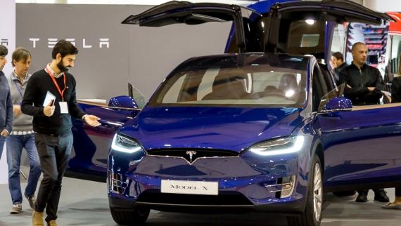 Tesla, Bentley e Lamborghini marcam presença no Salão Motorclássico